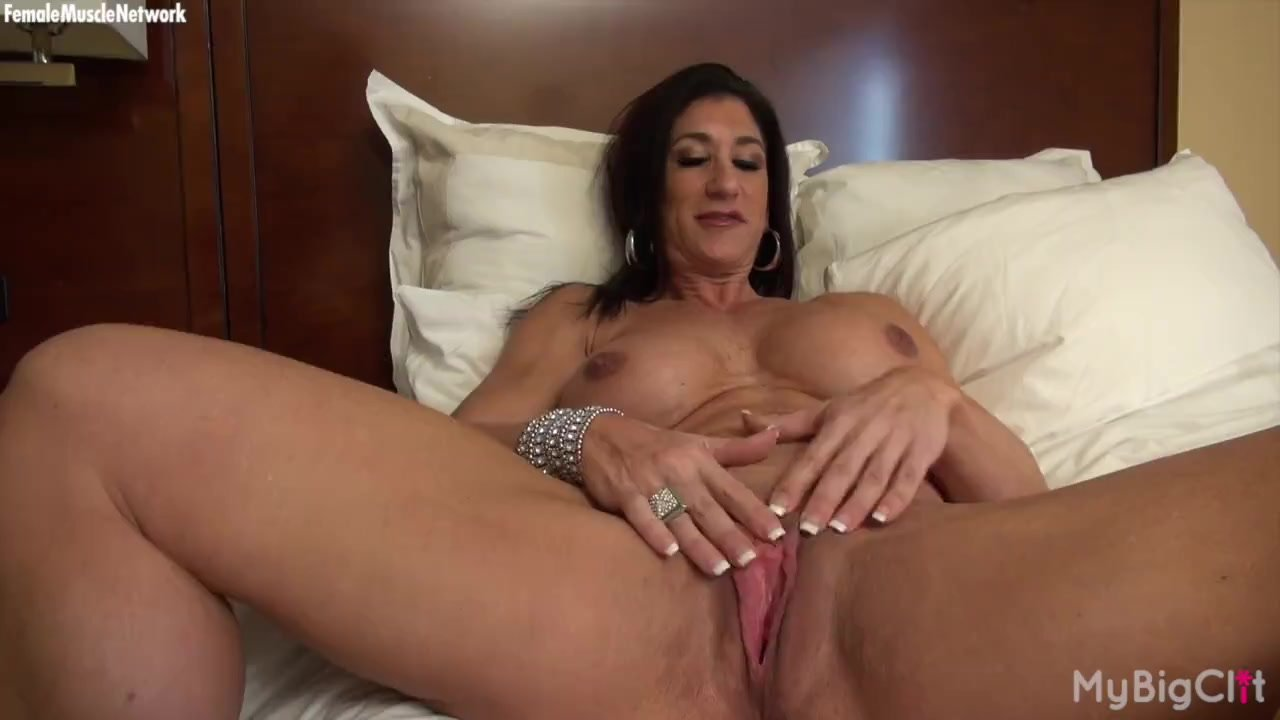 Powerful female bodybuilder shows her big tits and big clit