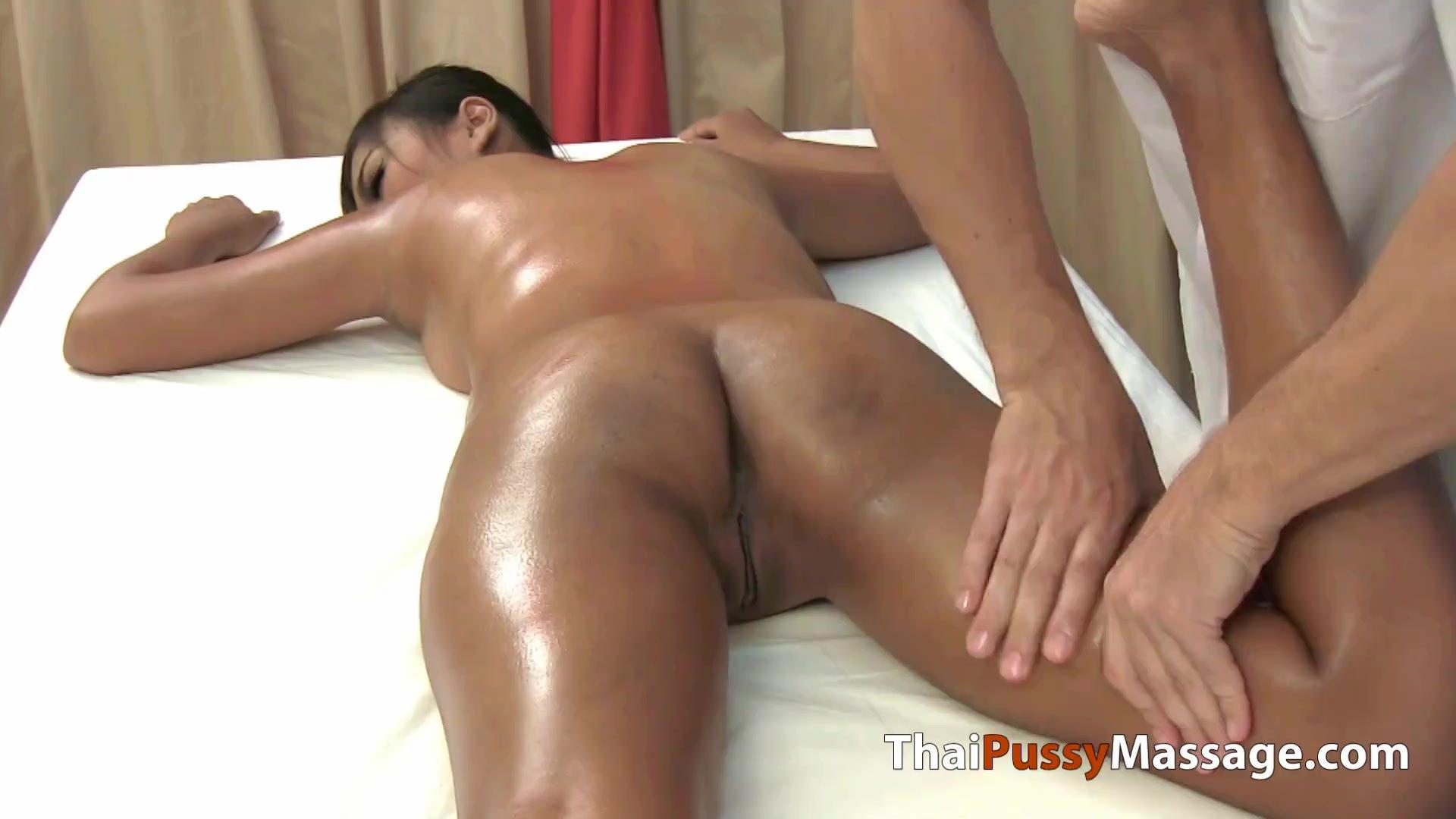 Teen Thai girl sex oil massage
