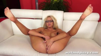 Stunning Kiara Lord Loves To Piss For You