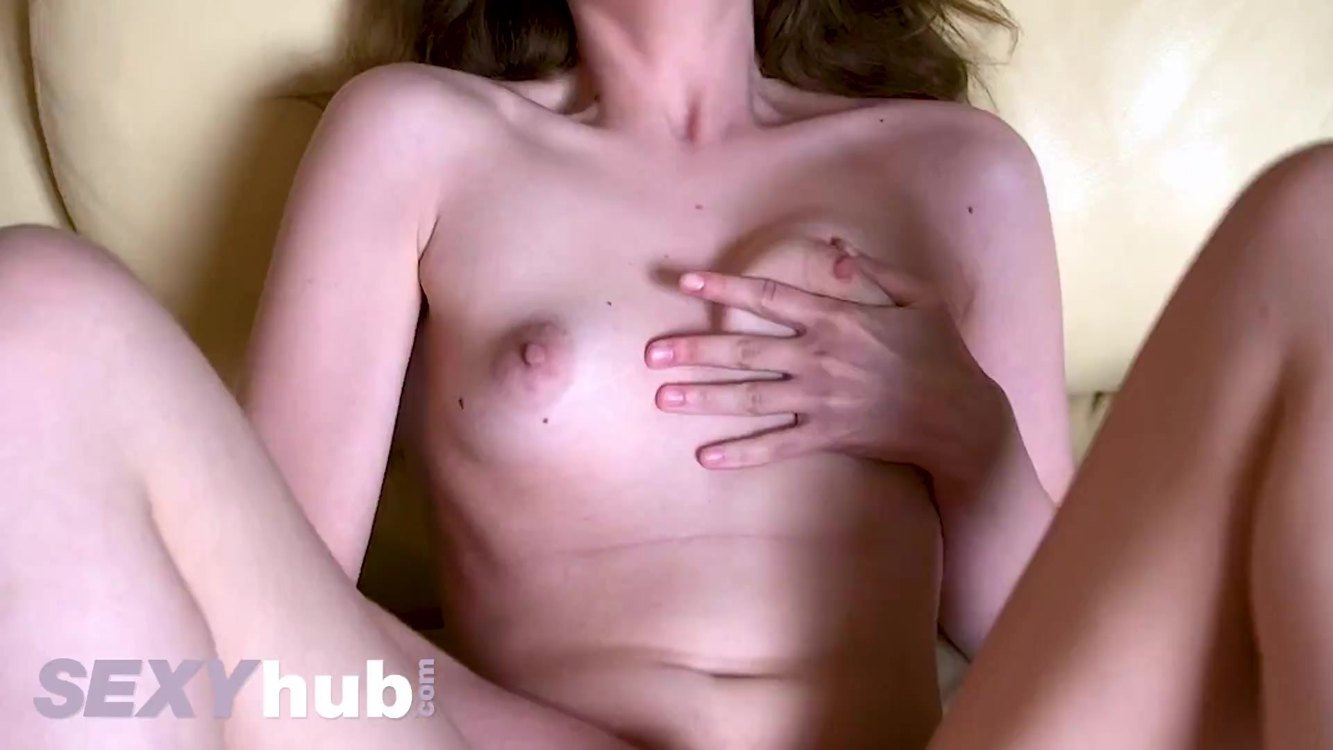 Amateur young euro babe Sienna Kim masturbates shaved pussy in lockdown