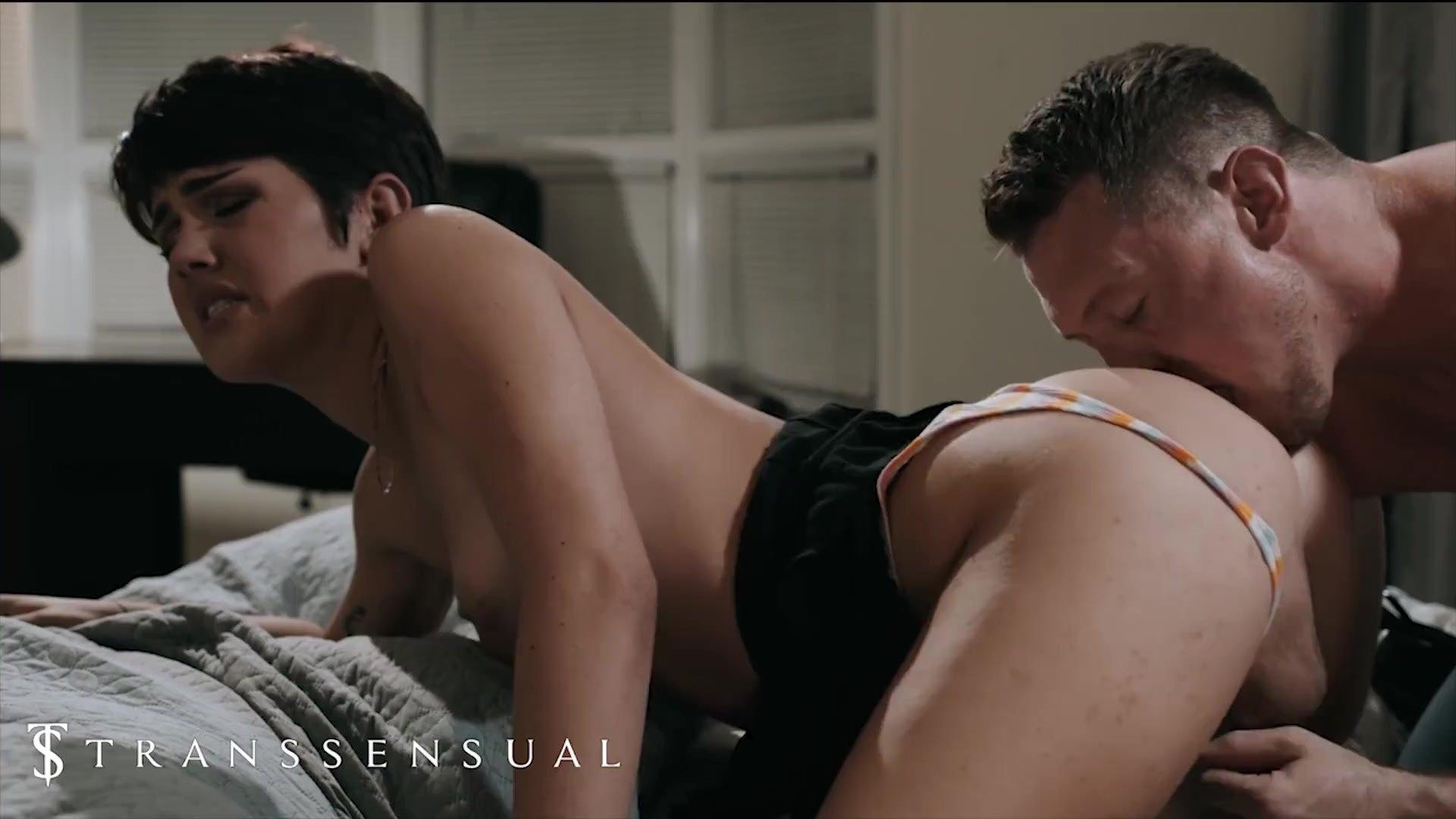 Trans Sensual - Hot Babe Tranny Daisy Taylor Sucks A Big Cock & Get Fucked