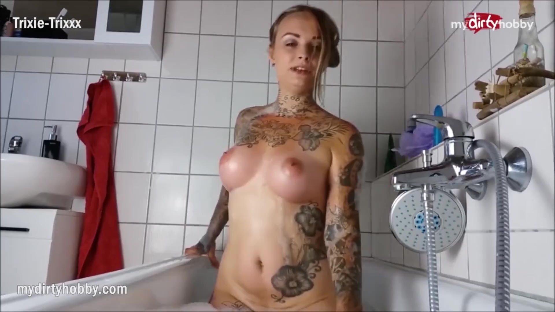 MyDirtyHobby - Tattooed babe masturbates in the bathtub